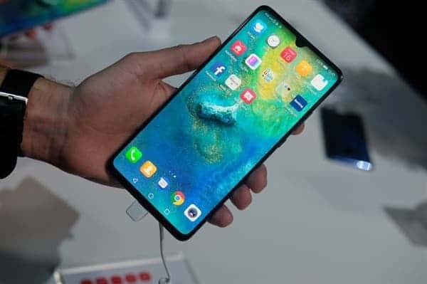Các cửa hàng Huawei trên khắp trung quốc gần như chẳng còn smartphone để bán