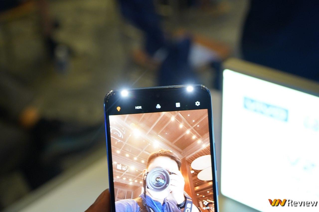 vivo V21 5G ra mắt tại Việt Nam: smartphone đầu tiên có camera selfie 44MP OIS, flash kép