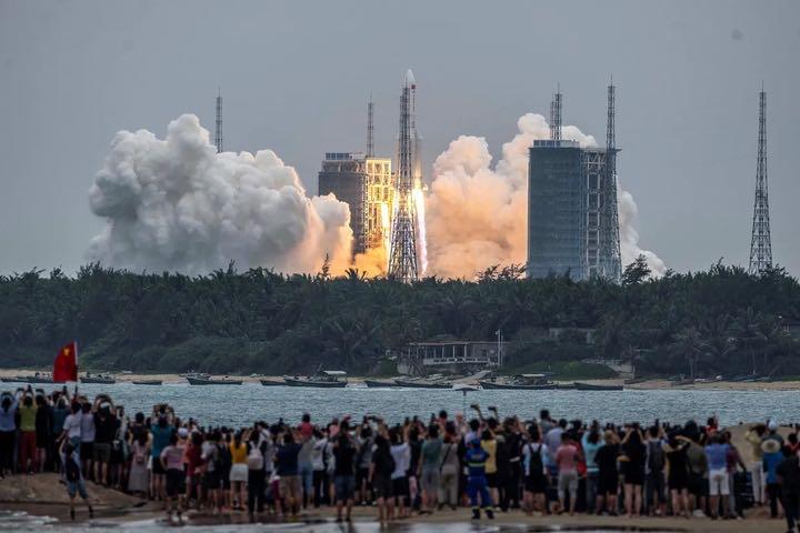Tên lửa Trung Quốc nặng 22 tấn sắp rơi xuống Trái đất liệu có nguy hiểm?