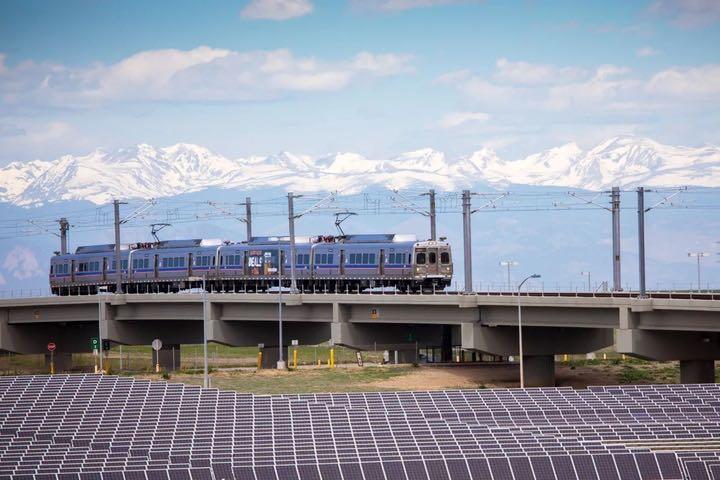 Tại sao chúng ta không tận dụng sân bay làm trang trại điện mặt trời khổng lồ?