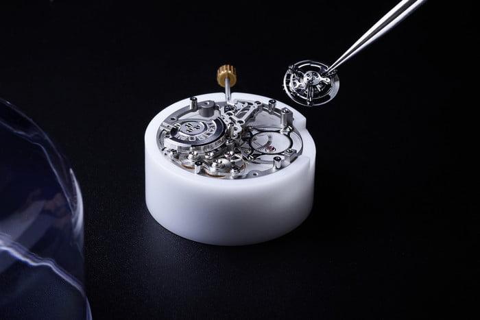 Câu chuyện thú vị đằng sau chiếc đồng hồ sapphire của Hublot