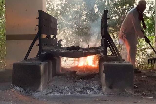 """Thảm cảnh COVID-19 ở Ấn Độ: làng không trạm xá, không bác sĩ, """"gục ngã"""" giữa dịch"""