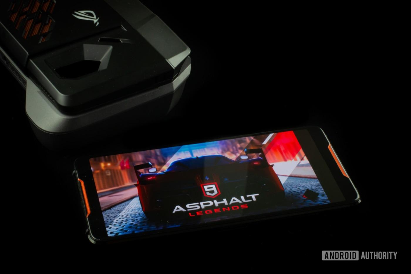 Asus ROG Phone là dòng gaming phone bán chạy nhất Trung Quốc