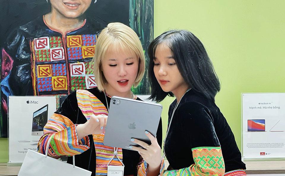 Việt Nam có cửa hàng Apple phong cách thổ cẩm đầu tiên
