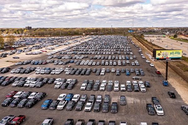 Dân Mỹ giận dữ vì không thể mua xe do khan hiếm chip