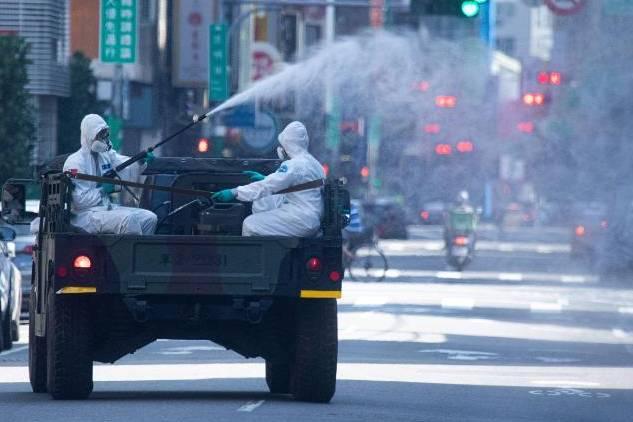 Từng là hình mẫu chống dịch, bây giờ Đài Loan đang phải căng mình đối phó COVID-19
