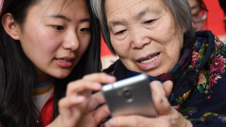 Người già Trung Quốc bị bỏ lại như thế nào trên hành trình số hóa của quốc gia tỷ dân?