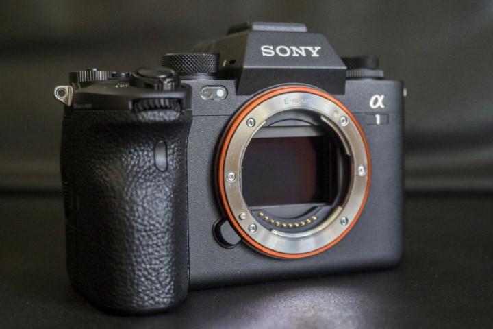 Chiếc máy ảnh flagship Alpha 1 có giá 6.500 USD của Sony bị phản ánh dính lỗi IBIS