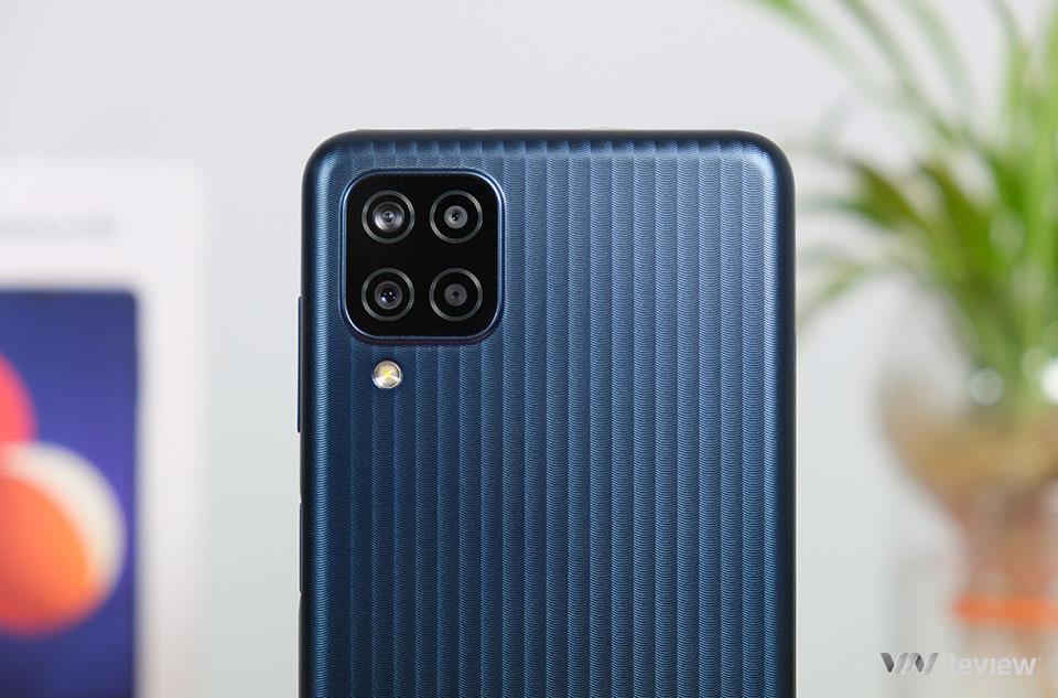 Trên tay Samsung Galaxy M12: smartphone 3 triệu đồng hiếm hoi có màn hình 90Hz