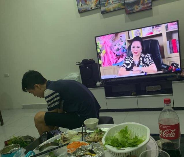 Chùm ảnh: Độ hóng thế này bảo sao bà Nguyễn Phương Hằng phá kỳ lục livestream