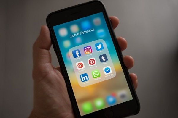 Người dân Ấn Độ có thể mất quyền truy cập vào Facebook, Twitter
