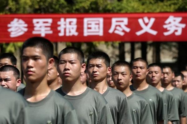 Quân đội Trung Quốc đối mặt với tình trạng thiếu binh sĩ, binh sĩ trẻ là con một
