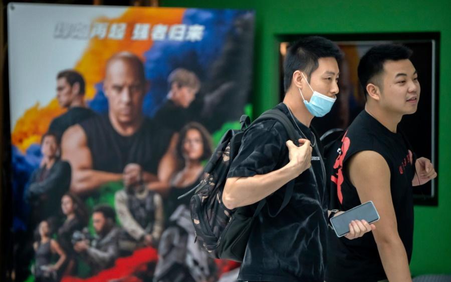 """Hollywood đang """"quỳ gối"""" trước Trung Quốc như thế nào?"""