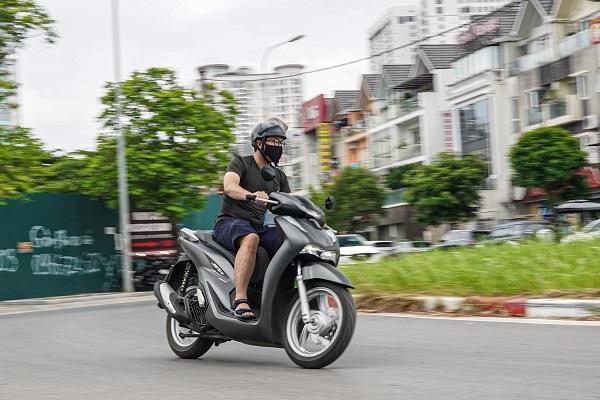 Kinh nghiệm cần phải biết khi đi xe máy dưới trời nắng nóng