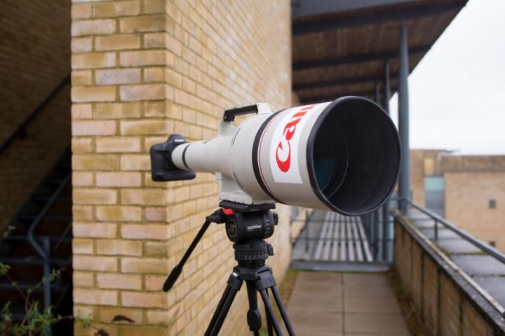 Đấu giá ống kính Canon 90.000 USD: Tiêu cự 1200mm, khẩu độ f/5.6, nặng hơn 16kg