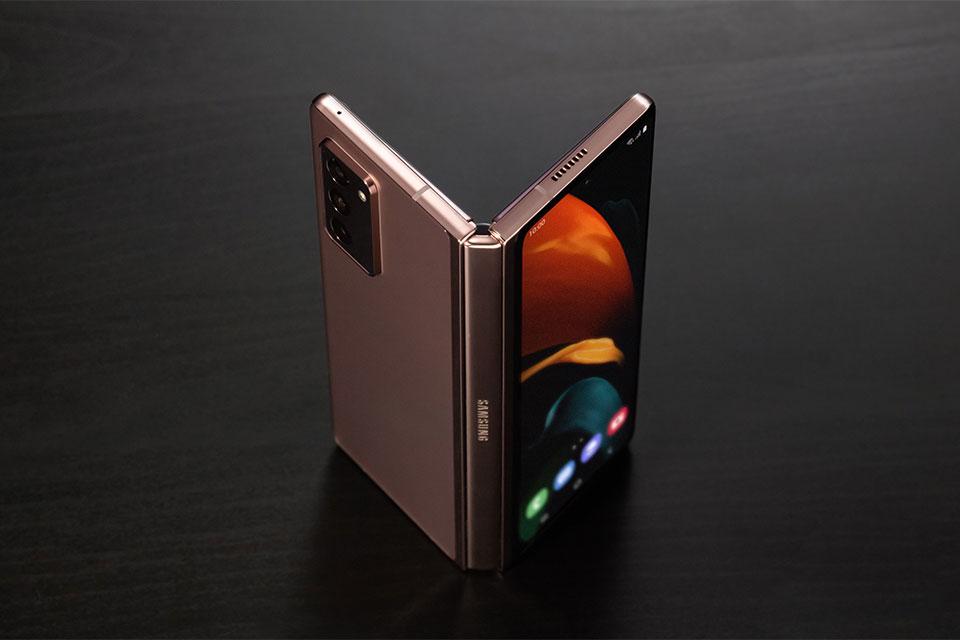 Những mẹo thú vị tận dụng màn hình gập của Samsung Galaxy Fold 2