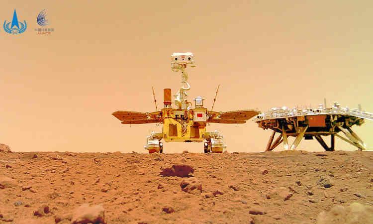 Robot Trung Quốc chụp ảnh selfie trên sao Hỏa