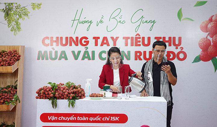 """Nghệ sĩ Quyền Linh """"chốt đơn"""" 161 tấn vải thiều Bắc Giang sau 90 phút livestream"""