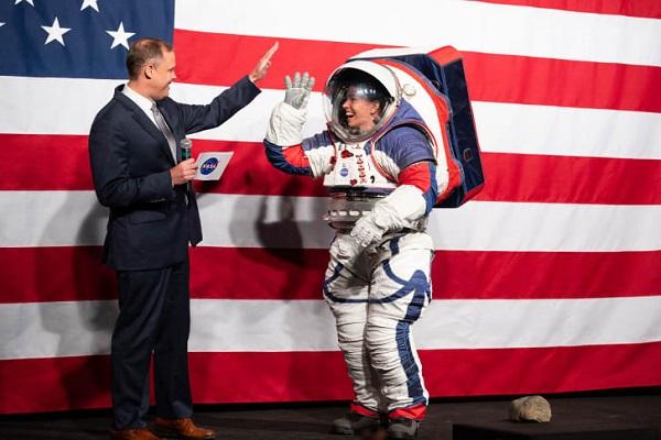 Câu chuyện về bộ đồ phi hành gia trị giá 300 triệu USD của NASA