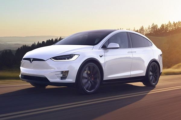 Thay radar bằng camera, Tesla đã đi sau Subaru