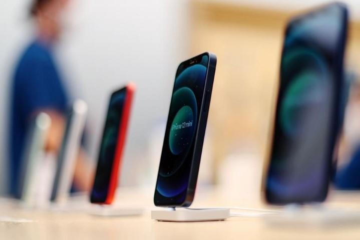 """Apple sắp """"kết liễu"""" mẫu iPhone thất bại nhất năm ngoái"""