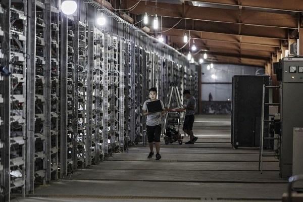 """Các ngân hàng Trung Quốc """"tổng tấn công"""" bitcoin"""