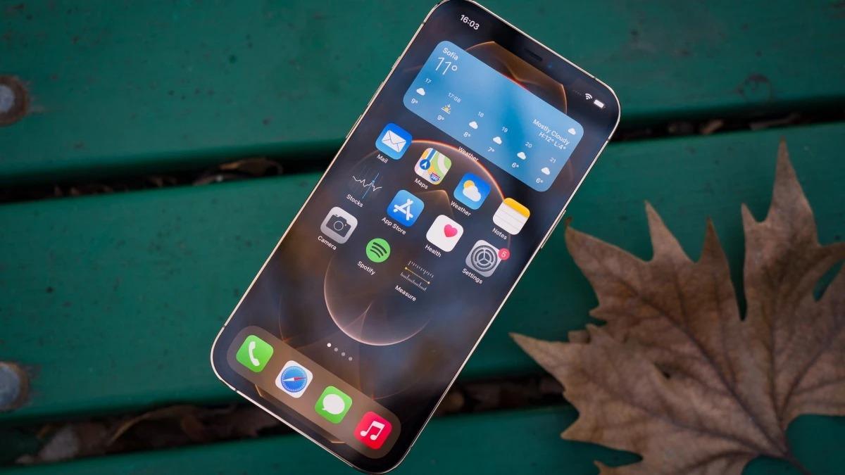 Touch ID dưới màn hình sẽ cập bến iPhone 14, iPhone SE 2022 sẽ hỗ trợ 5G
