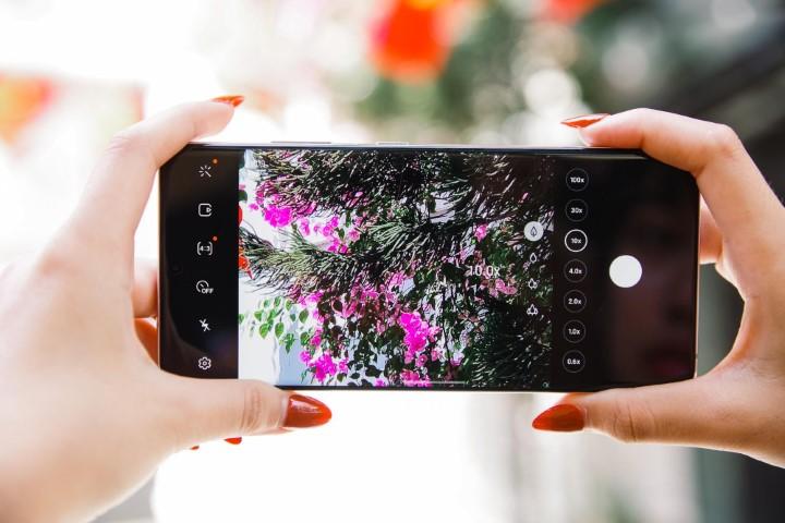 Smartphone phải có trách nhiệm thông báo cho người dùng khi chuyển sang zoom số!