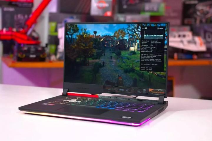 Laptop chuyên game có thực sự thay thế được máy bàn hay không?