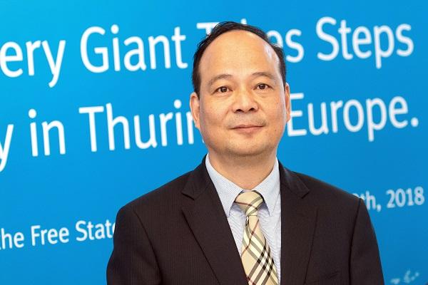 Tỷ phú Trung Quốc chuyên sản xuất pin xe điện cho Tesla soán ngôi Jack Ma