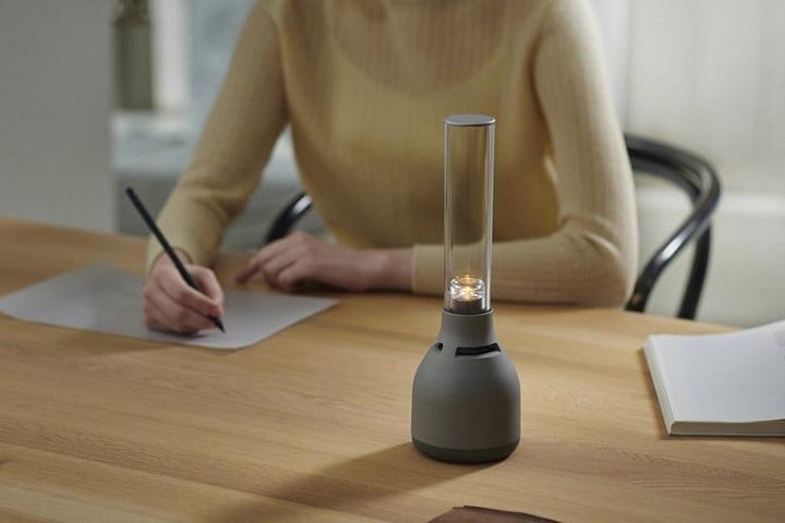 """Sony ra """"đèn dầu thời 4.0"""" thế hệ thứ 3: phát nhạc 360 độ, chế độ ánh nến, 350 USD"""