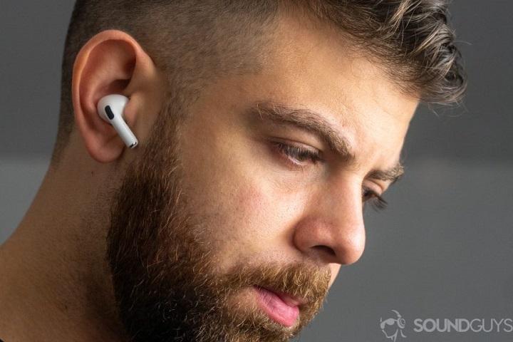 Tại sao các nhà sản xuất chẳng quan tâm chuyện tai nghe thường xuyên bị rơi?