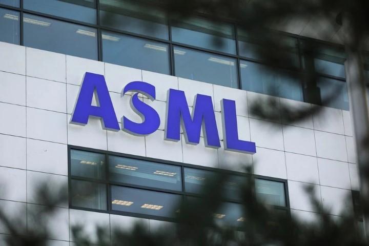 Giữa con sốt chip, ASML thu về số đơn hàng 'khủng' trị giá 5,7 tỷ USD