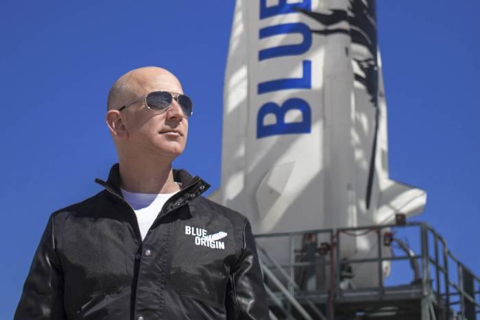 Hai tỷ phú Jeff Bezos và Richard Branson: Ai thực sự đã bay vào vũ trụ?