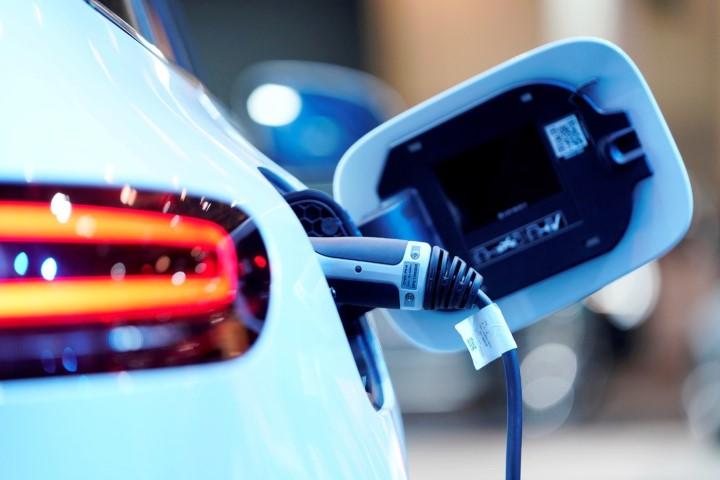 """Mercedes-Benz sẽ """"điện hóa"""" mọi dòng xe của mình vào năm 2030"""