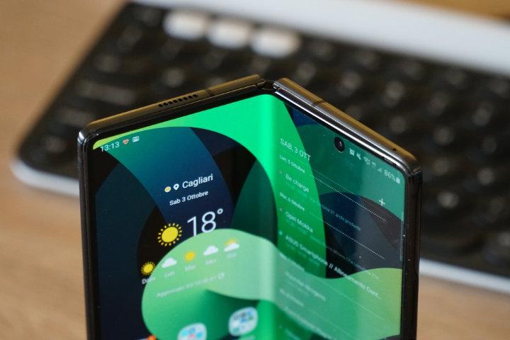 """""""Chân dung"""" sớm Galaxy Z Fold3: smartphone màn hình gập tiếp theo của Samsung"""