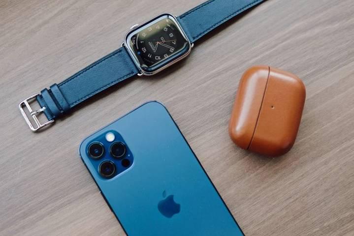 Tại sao Apple Watch không được gọi là iWatch?