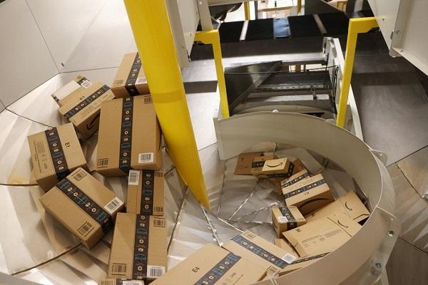 """Các nhà bán hàng Trung Quốc """"than trời"""" vì bị Amazon cấm cửa"""