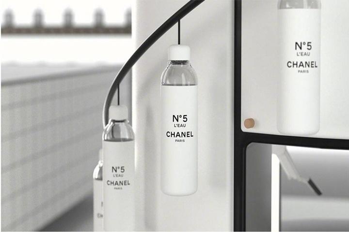 Gắn nhãn Channel, một chai nước có giá cao gấp 30 hay 300 lần bình thường