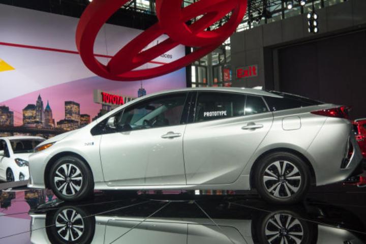 Toyota đã nhận định sai về xe điện, giờ họ muốn kéo dài 'sự sống' của xe xăng