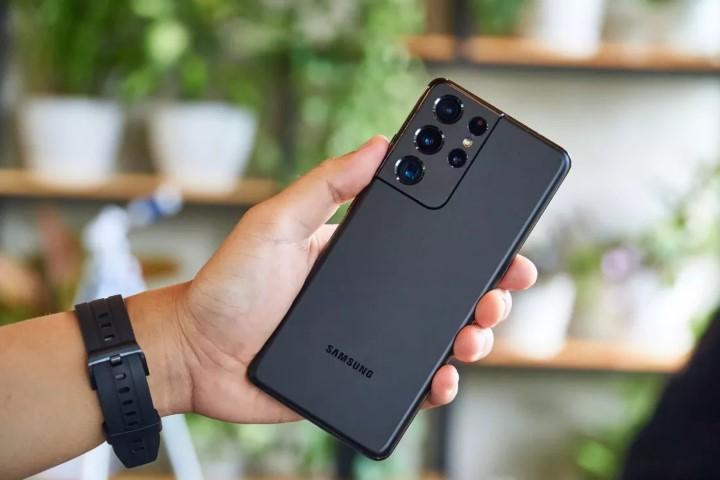Đen như Samsung: tránh được Huawei lại gặp Xiaomi, có thể mất ngôi vương di động