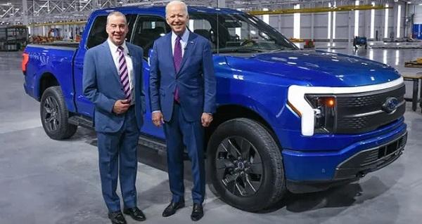 Chính quyền Biden muốn 50% xe bán ra tại Mỹ năm 2030 là xe điện hoặc hybrid
