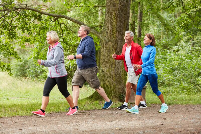 Thường xuyên tập thể thao aerobic sẽ giúp người già cải thiện chất trắng và trí nhớ