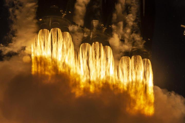NASA đã tiết kiệm hàng tỷ USD khi chọn tên lửa lớn nhất của SpaceX