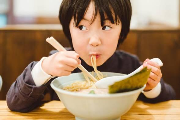 Không hề thô lỗ: Húp sùm sụp thực sự khiến đồ ăn ngon hơn