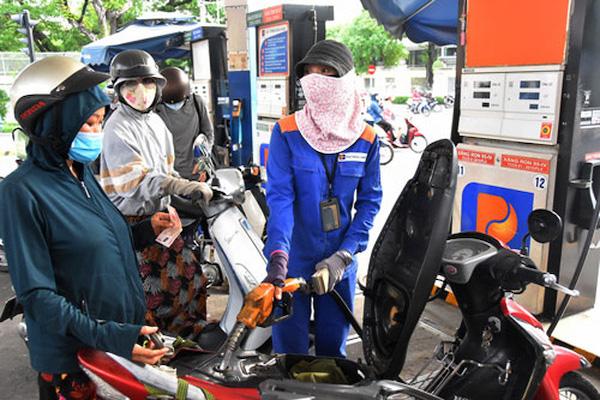 Giá xăng giữ nguyên, dầu giảm trong ngày 11/08