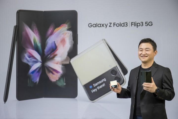 Điện thoại gập Samsung đang trở nên thực dụng hơn và bớt ấn tượng đi