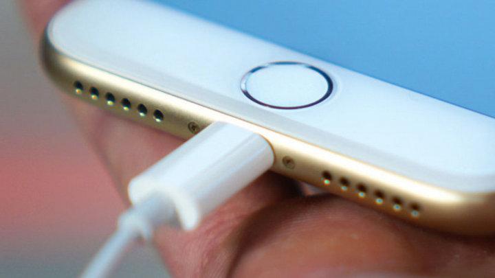 Châu Âu sắp ra quy định tiêu chuẩn hóa cổng sạc, đe dọa Lightning của Apple