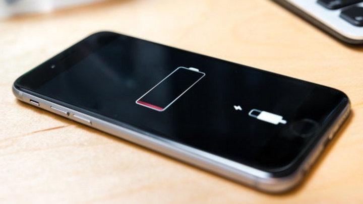 Tại sao smartphone sạc chậm khi pin sắp đầy 100%?