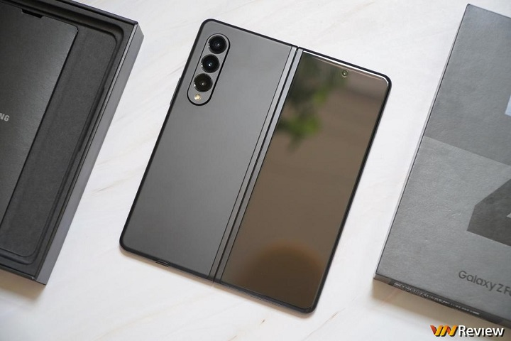Samsung Galaxy Z Fold3 bền đến đâu? Theo dõi thử thách gập 200.000 lần trên TikTok chính thức của VnReview